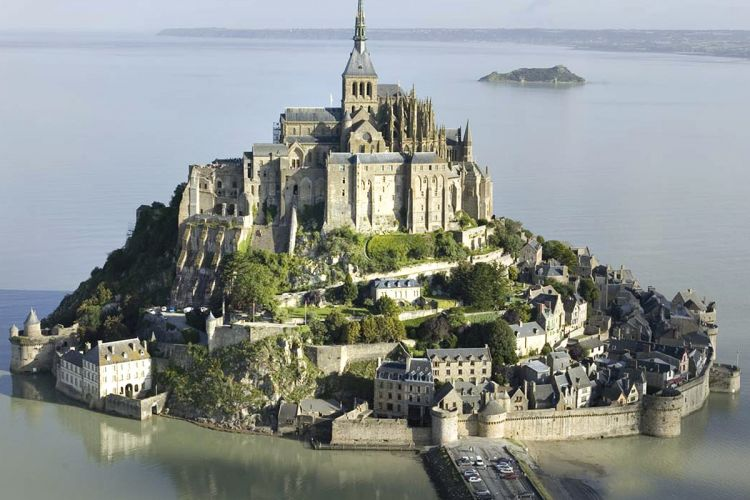 Mont Saint-Michel filled with PANOLIN EALs